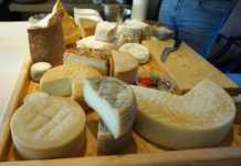 Tabla de quesos en restaurante El Lago